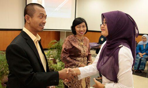 Dua Lulusan Prodi Doktor Psikologi UNAIR Mengikuti Yudisium dan Wisuda Periode September 2017